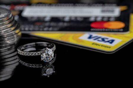 Photo pour Engagement Diamond Ring - image libre de droit