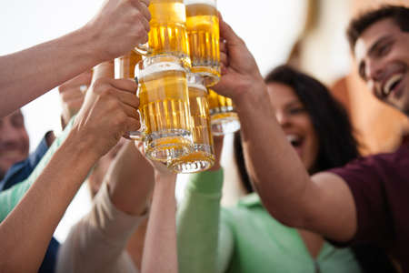 Photo pour Group of Attractive young People toasting with a delicious Pale Ale  Beer - image libre de droit