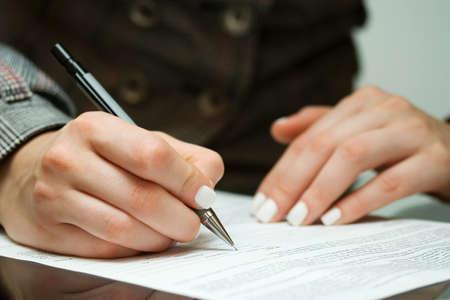 Photo pour Signing contract - image libre de droit