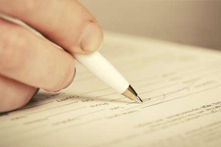 Photo pour Close-up of business woman signing contract - image libre de droit