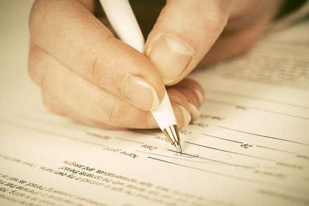 Photo pour Business woman signing contract - image libre de droit