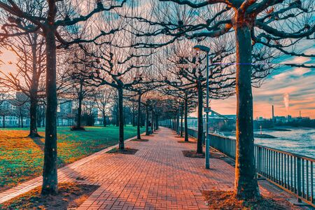 Foto de DUESSELDORF, GERMANY - JANUARY 20, 2017: There are many walkways in and around the new Media Harbor that invite visitors for exploring this exciting area. - Imagen libre de derechos