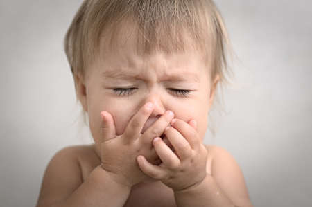 Photo pour dramatically with creaming crying baby portrait very emotional - image libre de droit