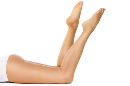 Photo pour Beautiful female legs isolated on white background - image libre de droit