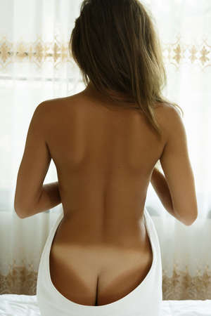 Photo pour Female back and buttocks with white trace after sunbathing - image libre de droit