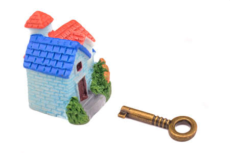 Photo pour Real estate concept. Miniature house and key on isolated white background . Idea for real estate concept, personal property and family house. - image libre de droit