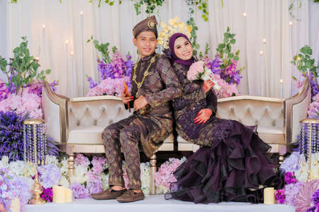 Photo pour Indoor shooting for Malay wedding, the bride and groom wearing Malay traditional  cloth in marriage ceremony . Happy & Family Concept - image libre de droit