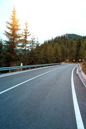 Photo pour roadtrip. beautiful landscape and view of a mountain road. Romania.  - image libre de droit