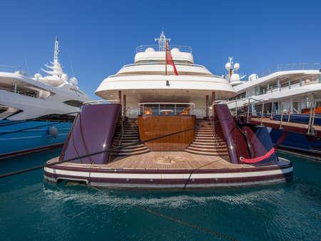 Photo pour Rear view of super yacht in Antibes, France - image libre de droit