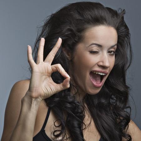 Photo pour A beautiful woman is showing a sign ok of positive emotions - image libre de droit