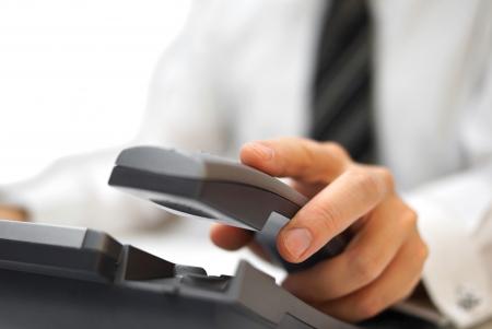 Photo pour businessman is answering the phone - image libre de droit