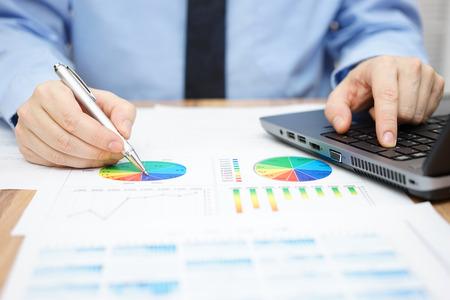 Photo pour businessman is analyzing business data and using laptop - image libre de droit