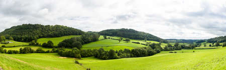 Photo pour Broad panorama of the countryside in North Wales with green field in foreground - image libre de droit