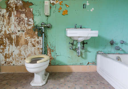 Photo pour Old bathroom and toilet needs some renovation work inside Trans-Allegheny Lunatic Asylum in Weston, West Virginia, USA - image libre de droit