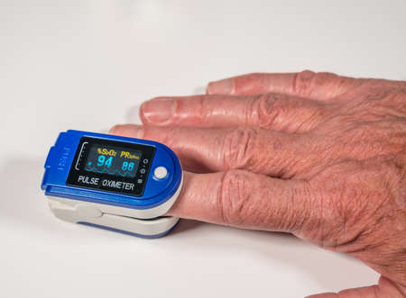 Photo pour Pulse oximeter on finger is a good way to test blood oxygen level in case of virus infection of the lungs - image libre de droit