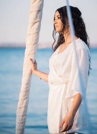 Photo pour Beautiful woman posing on the yacht - image libre de droit