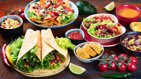 Photo pour Traditional Mexican food mix on dark - image libre de droit