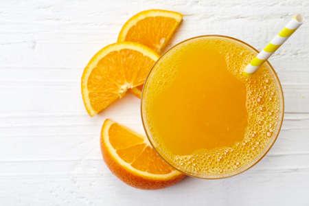Photo pour Glass of fresh orange juice from top view - image libre de droit