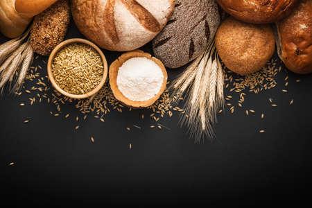 Foto für Fresh bread and wheat on black background - Lizenzfreies Bild