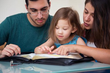 Foto de Young family studying the Word of God - Imagen libre de derechos