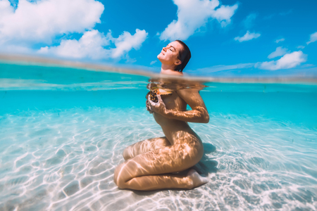 Photo pour Woman relax in blue ocean with starfish, underwater in tropical sea - image libre de droit