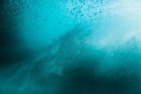 Photo pour Wave with bubbles underwater. Transparent ocean in underwater - image libre de droit