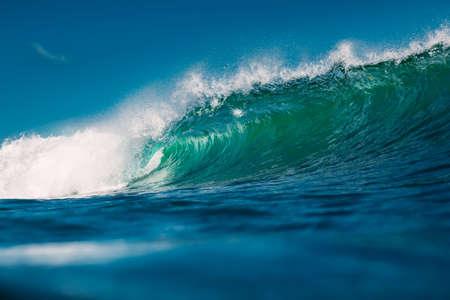 Photo pour Crashing perfect blue wave. Breaking barrel wave, power of ocean - image libre de droit
