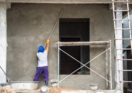 Photo pour construction workers plastering building wall and beam using cement plaster mix of cement and sand at the construction site in thailand - image libre de droit
