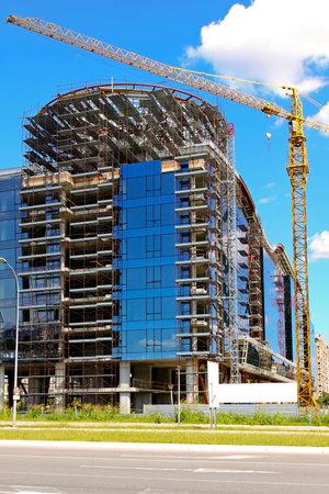 Photo pour Commercial building with blue windows under construction  - image libre de droit