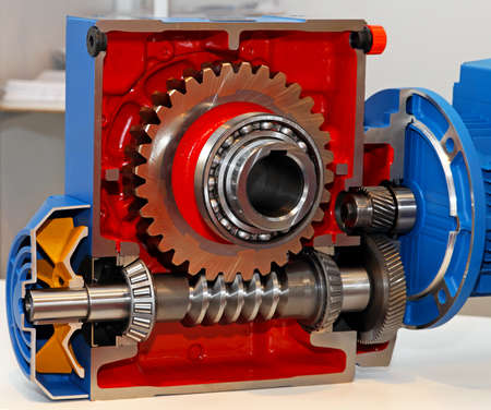 Photo pour Gears and ball bearing in transmission open section - image libre de droit