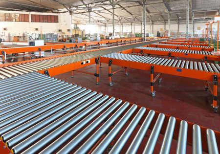 Photo pour Conveyer belt system in sorting warehouse - image libre de droit