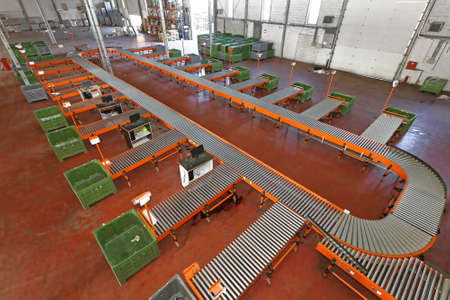 Photo pour Sorting System With Conveyor Belt in Distribution Warehouse - image libre de droit