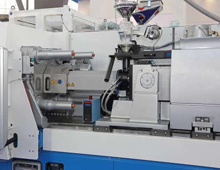 Photo pour Injection Molding Machine for Plastic Parts Production - image libre de droit