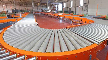Photo pour Power Conveyor Roller Bend Sorting System in Warehouse - image libre de droit