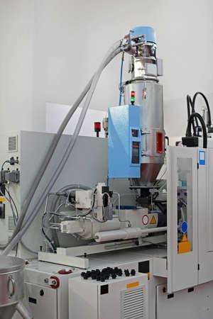 Photo pour Injection Molding Machinery Plastic Parts Production Manufacture - image libre de droit