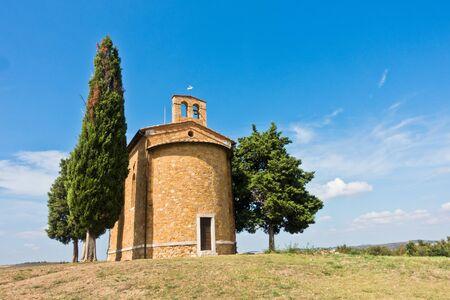 Foto für Famous chapel Cappella Madonna di Vitaleta near Pienza, Siena province, Tuscany, Italy - Lizenzfreies Bild