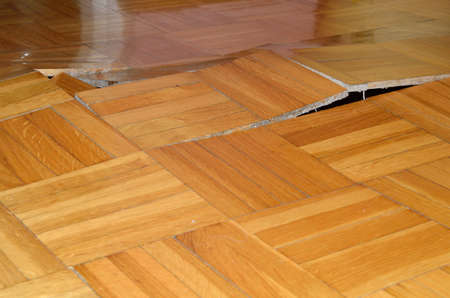 Photo pour Damage of wooden floor. Parquet lifted up under influence of destructive elements. - image libre de droit