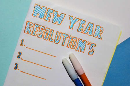 Photo pour Top view New Year Resolutions text list with marker and eyeglasses for business presentation mock up for adding your list - image libre de droit