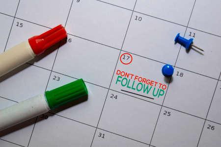 Photo pour Dont't Forget to Follow Up text on white calendar background. Reminder or schedule concept - image libre de droit
