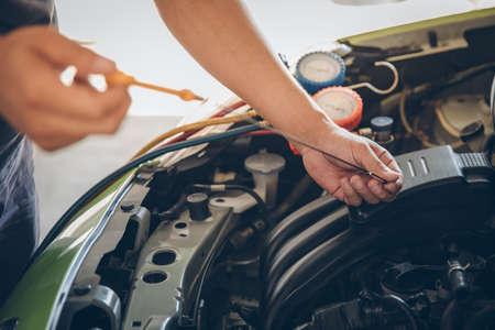 Photo pour Auto mechanic checking oil - image libre de droit
