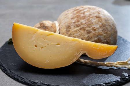 Photo pour Italian semi hard matured caciocavallo cheese, handmade and aged in natural underground caves in Apulia region close up - image libre de droit
