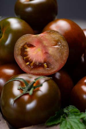 Photo pour Fresh ripe sweet reddish brown and green kumato tomatoes close up - image libre de droit