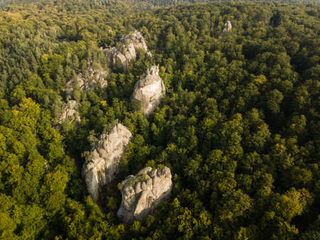 Photo pour Aerial view to Dovbush Rocks in Bubnyshche at sunrise. Legendary ancient cave monastery in fantastic boulders amidst beautiful scenic forests in Carpathian Mountains, Ukraine - image libre de droit
