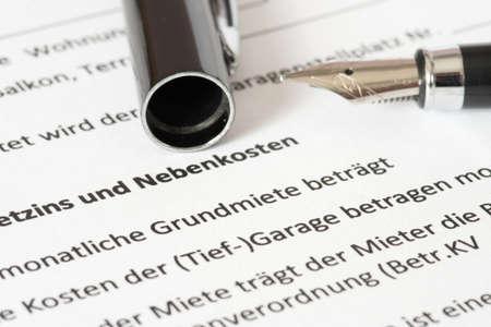 Photo pour A lease and a fountain pen - image libre de droit