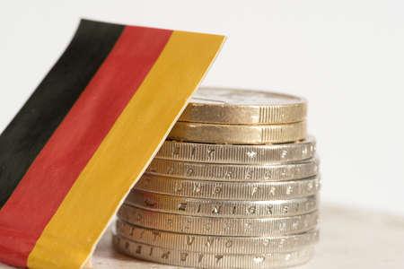 Photo pour Flag of Germany and Euro coins - image libre de droit