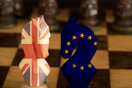 Photo pour A chess game between Britain and EU at Brexit - image libre de droit