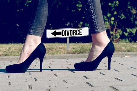 Photo pour A woman and the divorce - image libre de droit
