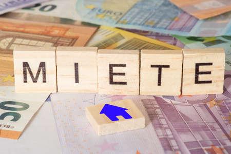 Photo pour Rent and euro banknotes - image libre de droit