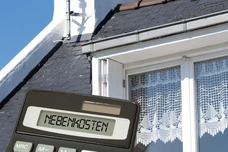 Photo pour House, calculator and utilities - image libre de droit