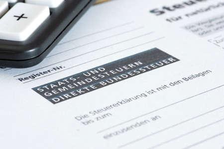 Photo pour Swiss tax return form and a calculator - image libre de droit